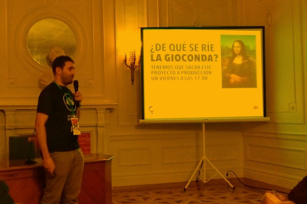 Dando la charla en la WordCamp Santander