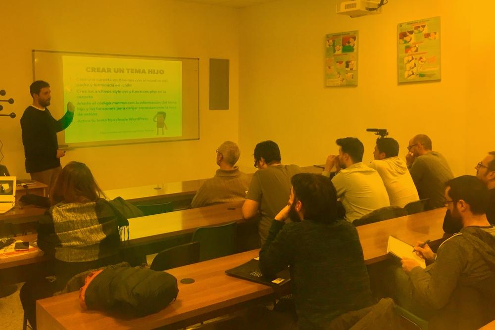 Dando la charla en WP Ourense